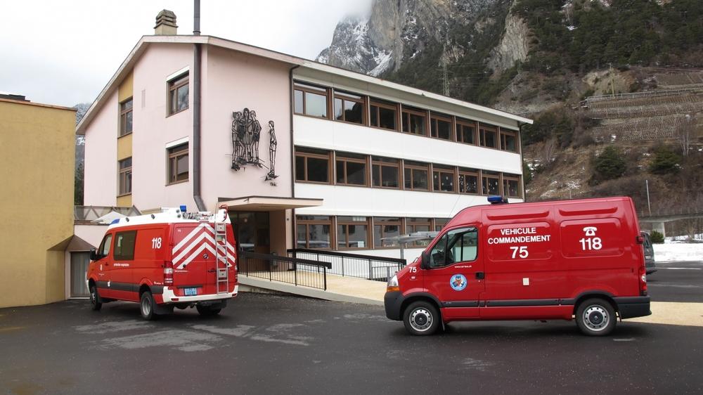 Evacuée hier, peu avant midi, l'école a ensuite été placée sous la surveillance des pompiers.      LE NOUVELLISTE
