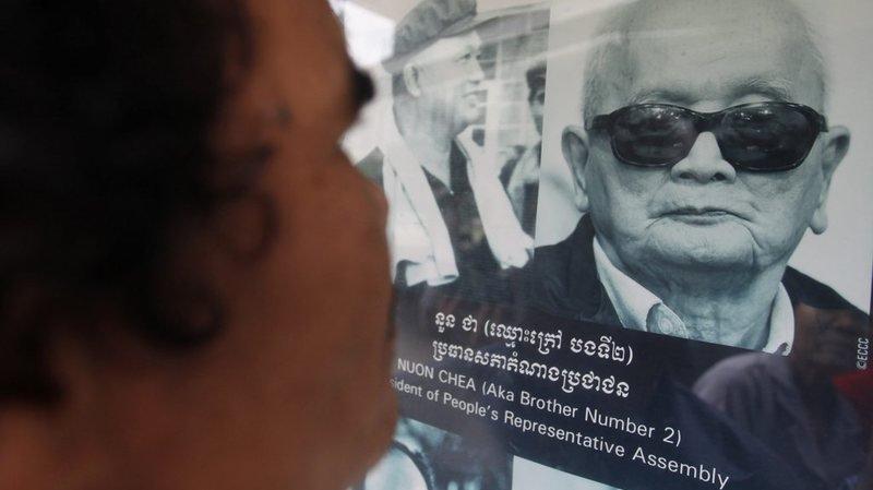 Nuon Chea, l'idéologue du régime khmer rouge, âgé de 88 ans, suit la procédure depuis une cellule de détention provisoire.