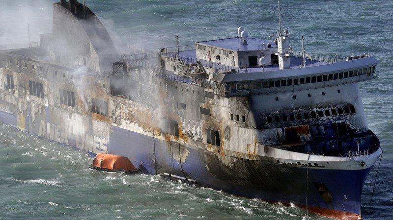 Le ferry a pris feu ce mardi. A son bord, 14 personnes résidant en Suisse.