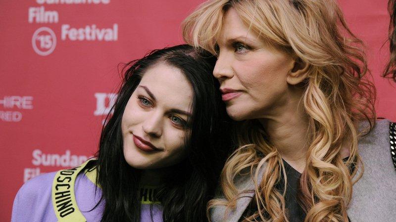 Frances Bean Cobain, ici avec sa mère, Courtney Love, a produit le documentaire sur son père.