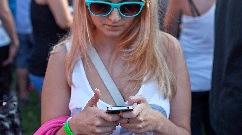 Tous les frais supplémentaires facturés pour les appels, l'envoi de SMS ou l'utilisation de l'Internet mobile à l'étranger au sein de l'UE, sur téléphones ou tablettes seront bannis.