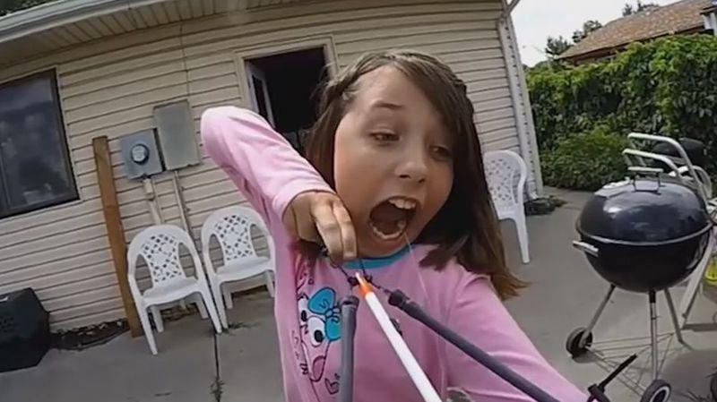 Pour enlever sa dent, la jeune Alexis a décidé de prendre les choses en mains.