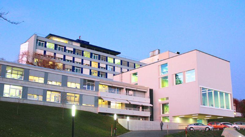 En cas de symptômes il faut éviter de se rendre directement aux urgences de l'Hôpital du Jura.