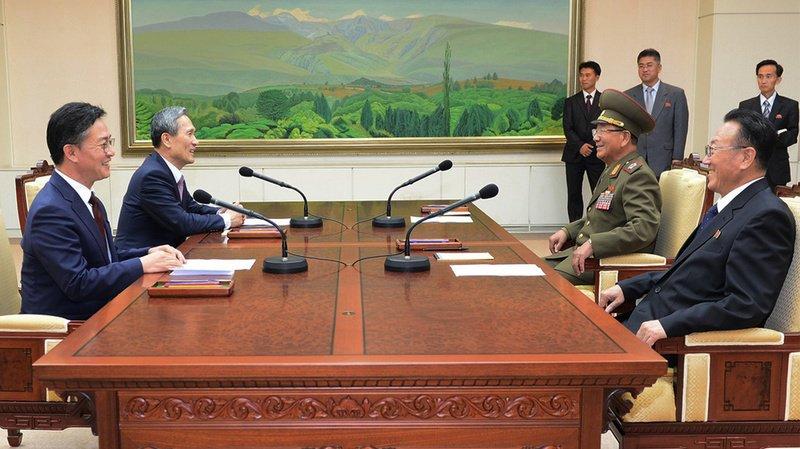 Les frères ennemis du Nord et du Sud tout sourire. Un semblant de paix revient entre les deux Corées.