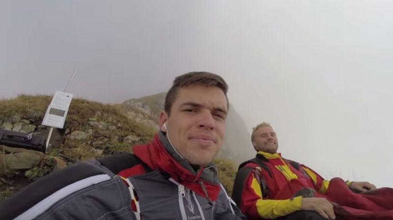 Lundi encore, le sportif a publié sur le site Youtube une vidéo le montrant dans les Alpes avec des amis en train d'attendre une météo plus favorable pour sauter.